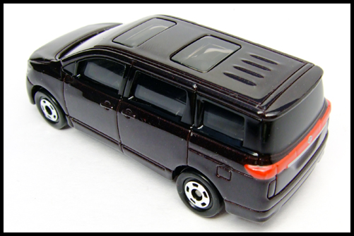 TOMICA_NISSAN_ELGRAND_10