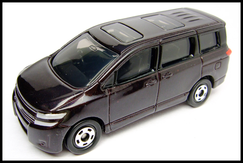 TOMICA_NISSAN_ELGRAND_17