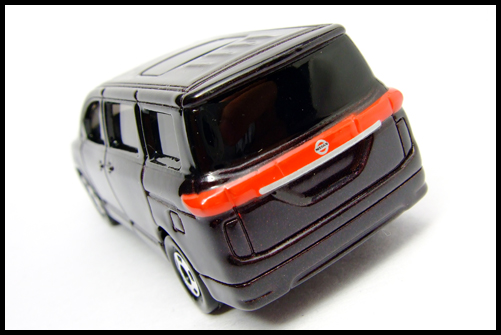 TOMICA_NISSAN_ELGRAND_15