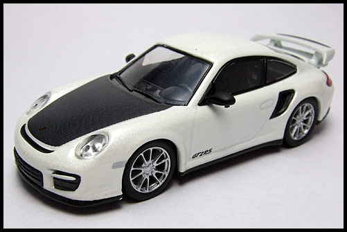 KYOSHO_PORSCHE_911_GT2_RS_WHITE_PEARL_16