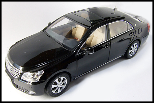 PAUDI_TOYOTA_CROWN_MAJESTA_BLACK_14