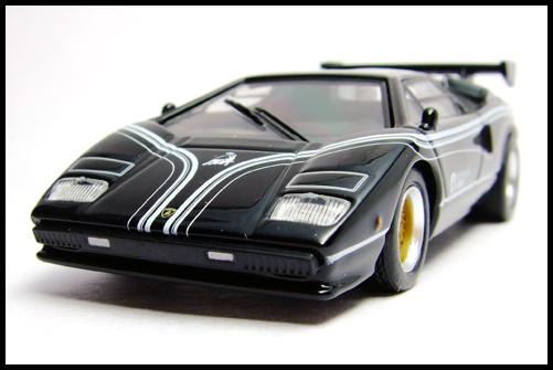 KYOSHO_Lamborghini_3_Countach_LP500R_GOLD2_2