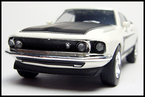 KYOSHO_USA2_Ford_Mustang_BOSS_302_3