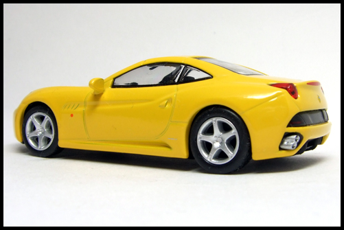 KYOSHO_FERRARI_7_NEO_California_Yellow_15