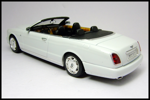 MINICHAMPS_Bentley_Azure_Limited_Edition_2008_18