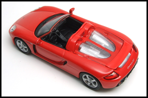 KYOSHO_PORSCHE_CARRERA_GT_RED_16