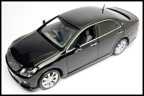 KYOSHO_J-Collection_TOYOTA_CROWN_ATHLETE_2008_18