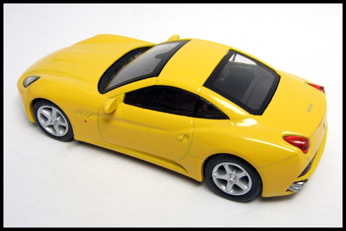 KYOSHO_FERRARI_7_NEO_California_Yellow_1