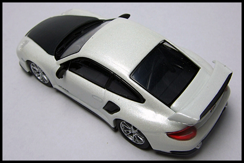 KYOSHO_PORSCHE_911_GT2_RS_WHITE_PEARL_10