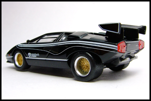 KYOSHO_Lamborghini_3_Countach_LP500R_GOLD2_10