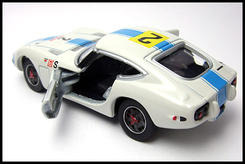 TOMICA_LIMITED_TOYOTA_2000GT_2MODELS_FIRST_1