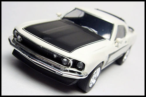 KYOSHO_USA2_Ford_Mustang_BOSS_302_6