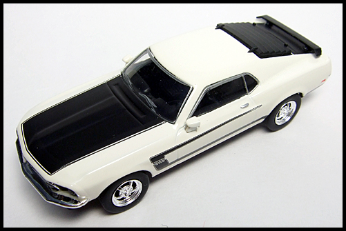 KYOSHO_USA2_Ford_Mustang_BOSS_302_16