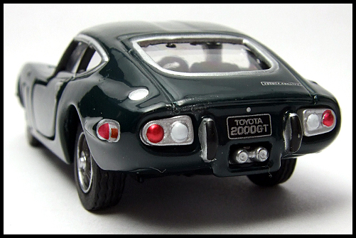 TOMICA_LIMITED_TOYOTA_2000GT_2MODELS_SECOND_13