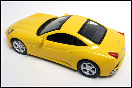 KYOSHO_FERRARI_7_NEO_California_Yellow_11