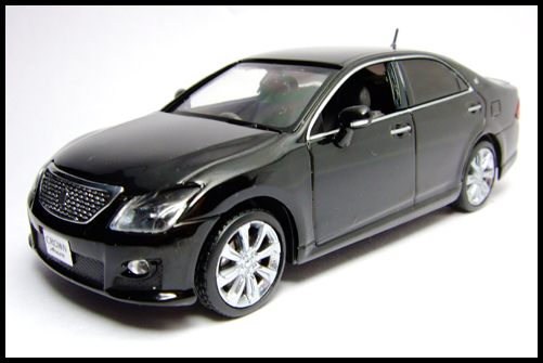 KYOSHO_J-Collection_TOYOTA_CROWN_ATHLETE_2008_17