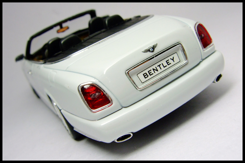 MINICHAMPS_Bentley_Azure_Limited_Edition_2008_16
