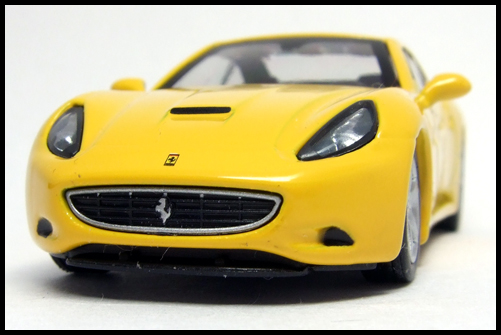 KYOSHO_FERRARI_7_NEO_California_Yellow_5