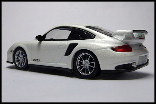 KYOSHO_PORSCHE_911_GT2_RS_WHITE_PEARL_12