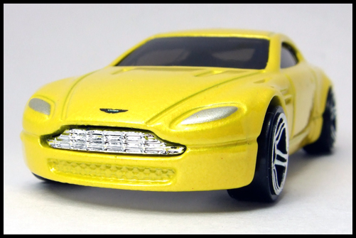 HotWheels_2005_FIRSTEDITIONS_ASTONMARTIN_VANTEGE2