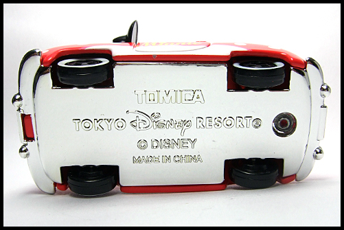 TOMICA_Disney_Minnies_Convertible_2011_5