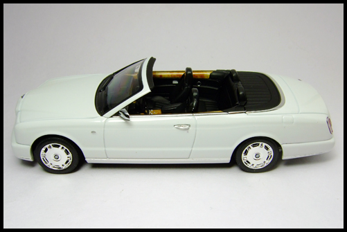 MINICHAMPS_Bentley_Azure_Limited_Edition_2008_14