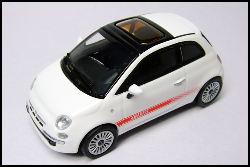 MINICHAMPS_64_Fiat_500_10