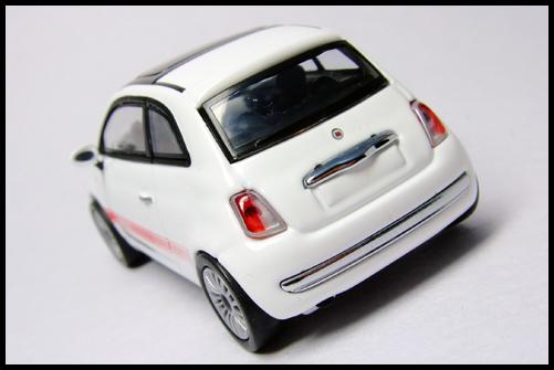 MINICHAMPS_64_Fiat_500_13