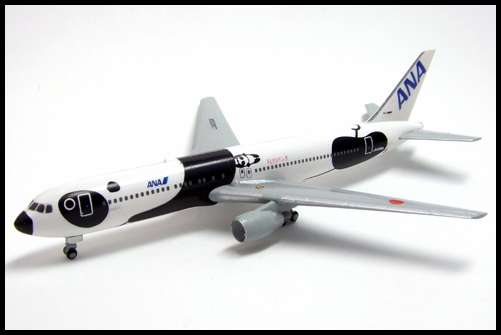 F-Toys_ANA_WING_COLLECTION4_767-300_Panda_17