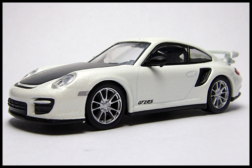 KYOSHO_PORSCHE_911_GT2_RS_WHITE_PEARL_2