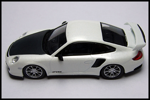 KYOSHO_PORSCHE_911_GT2_RS_WHITE_PEARL_14