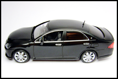 KYOSHO_J-Collection_TOYOTA_CROWN_ATHLETE_2008_16