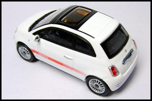 MINICHAMPS_64_Fiat_500_1