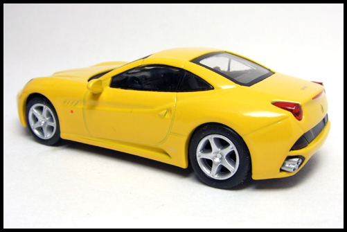 KYOSHO_FERRARI_7_NEO_California_Yellow_10