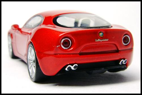 MINICHAMPS_64_Alfa_Romeo_8C_Competizione__14