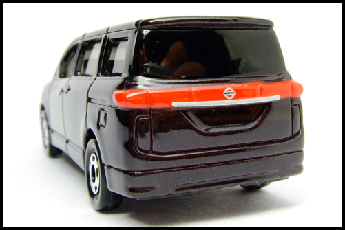 TOMICA_NISSAN_ELGRAND_12