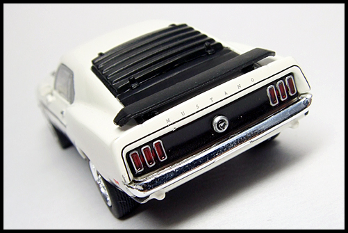 KYOSHO_USA2_Ford_Mustang_BOSS_302_13