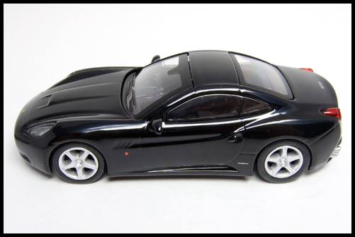 KYOSHO_FERRARI_7_NEO_California_Black_12