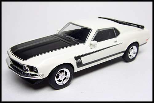 KYOSHO_USA2_Ford_Mustang_BOSS_302_15