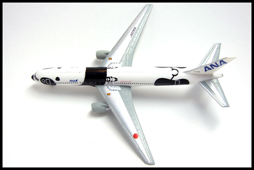 F-Toys_ANA_WING_COLLECTION4_767-300_Panda_15