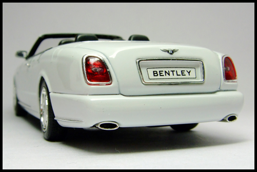 MINICHAMPS_Bentley_Azure_Limited_Edition_2008_15
