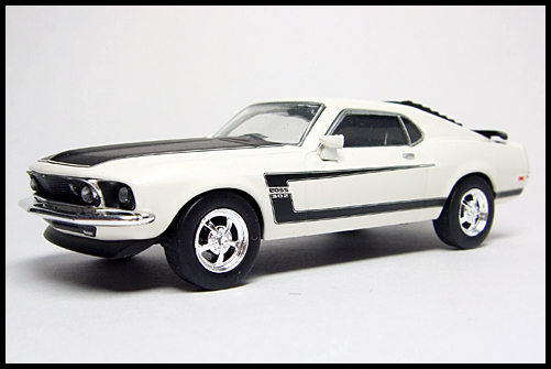 KYOSHO_USA2_Ford_Mustang_BOSS_302_2