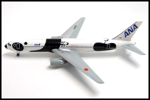 F-Toys_ANA_WING_COLLECTION4_767-300_Panda_13