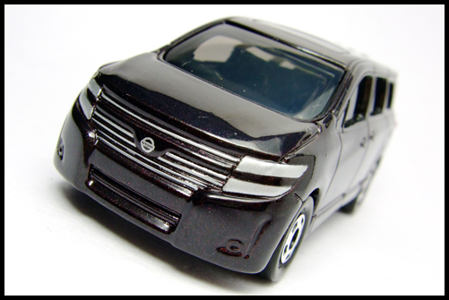 TOMICA_NISSAN_ELGRAND_2