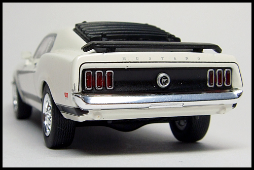 KYOSHO_USA2_Ford_Mustang_BOSS_302_12