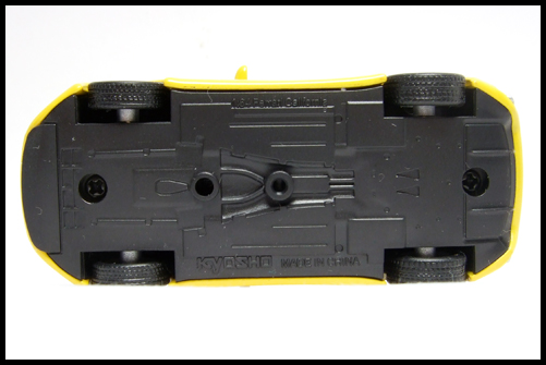 KYOSHO_FERRARI_7_NEO_California_Yellow_6