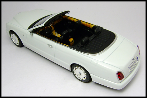 MINICHAMPS_Bentley_Azure_Limited_Edition_2008_19