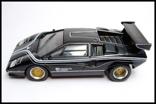 KYOSHO_Lamborghini_3_Countach_LP500R_GOLD2_13
