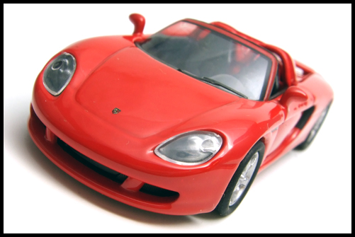 KYOSHO_PORSCHE_CARRERA_GT_RED_13